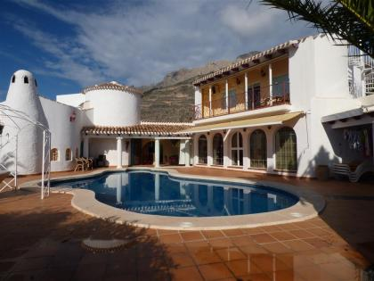 Nice Villa with 3 bedr. with sea views in Altea