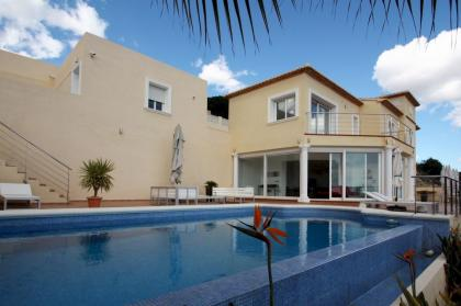 Villa with sea and mountains views in Calpe