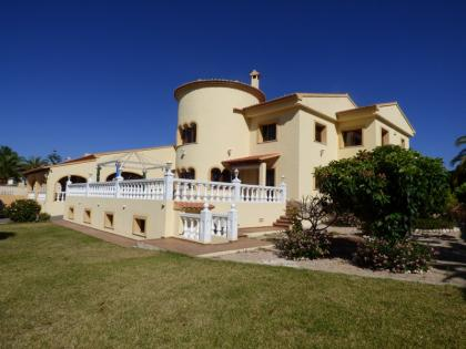 VILLA WITH 4 BEDROOMS IN CALPE